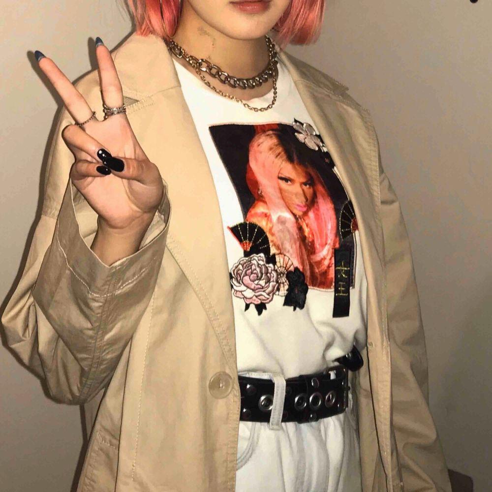 Nicki Minaj & H&M💗 Det stog ingen storlek men passar från XS till M. Toppar.