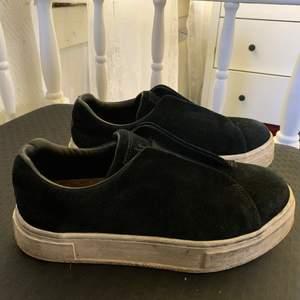 Säljer mina eytys doja då jag vill köpa ett par andra skor, använd i 1 måndag så bra skick, kan även tvätta så dem blir renare. Frakt tillkommer💞