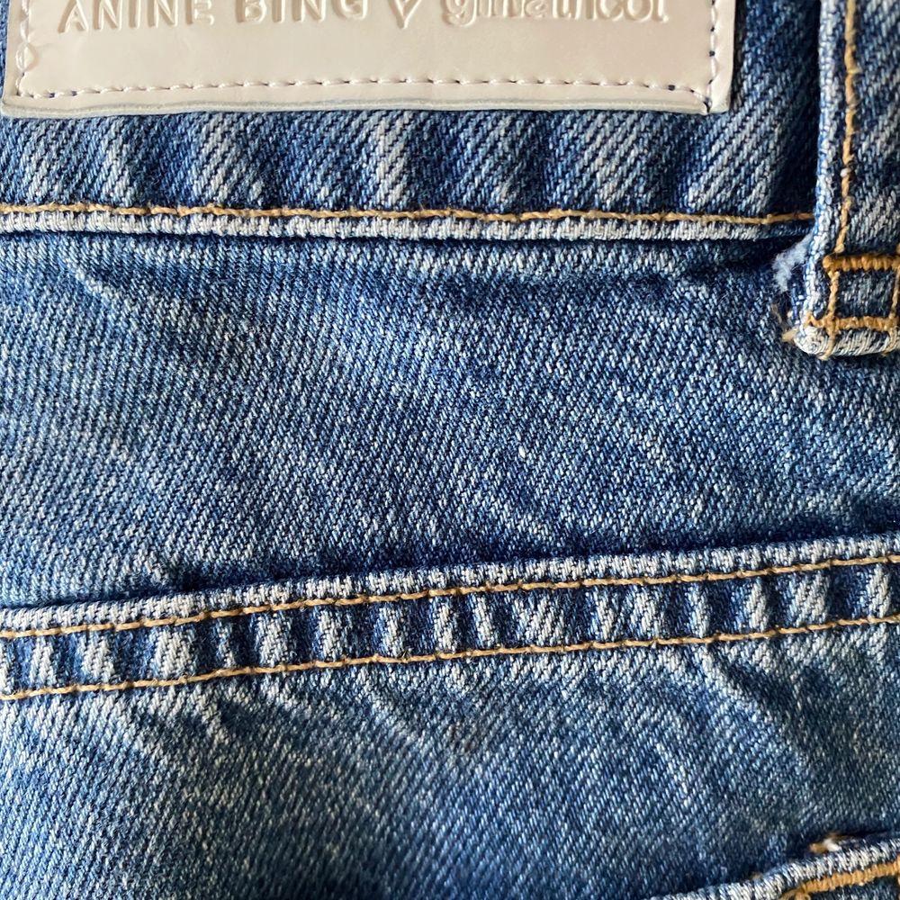 Jeans från ginatricot i samarbete med Annie bing, byxor som är mer raka i formen.. Jeans & Byxor.