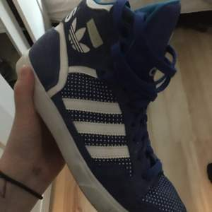 Adidas skor stl 38, betalning sker via swish och köpare står för ev frakt 🚚