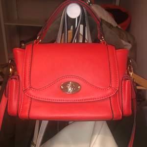 Så söt liten väska, lik den jag tidigare sålde fast mini 🥰🥰🥰 pris kan diskuteras!!!