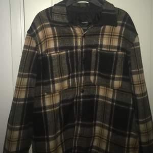 Säljer en vintage skjort jacka i super skick. Den passar M-L (man) pris 350kr (snabbare affär=billigare pris)
