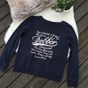 Dobber tröja i storlek S. Använd men i mycket bra skick. Frakt ingår i priset.