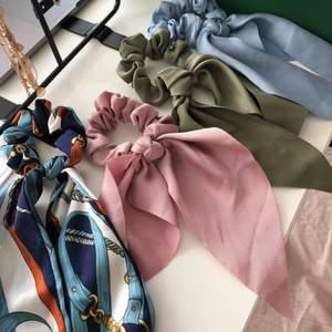Helt oanvända nya och fashion scrunchies får håret (eller andra ställen om man skulle vilja det). Kan frakta!