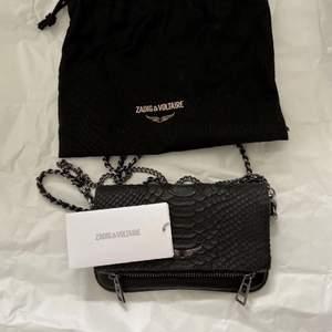 INTRESSEKOLL på min fina zadig väska, äkta självklart. Vill gärna byta den mot vilken annan zadig väska som helst!!! VÄSKAN ÄR ANVÄND ENDAST EN GÅNG DÄRAV NYSKICK!!! Hör av er!!❤️❤️ NYPRIS: 2195kr