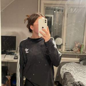 En tröja från Adidas som är väldigt fin men kommer inte till användning längre🥰❤️