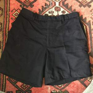 Kostym shorts insydda i storlek 36! Jätte snygga till en cool sommar outfit 😎 I använt men fint skick! Köparen står för frakten <3