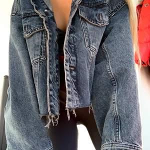 Cropped jeansjacka i strl S, oversize!