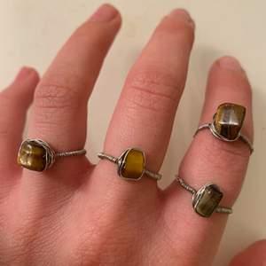 Smala silvriga ringar med den bruna kristallen tigeröga! Går att beställa i smal guldtråd också:)🤎🤎🤎