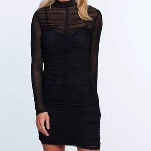 säljer denna klänning, köpt från ginatricot för några år sedan men bara blivit använd vid något tillfälle. Säljs ej längre 🌻