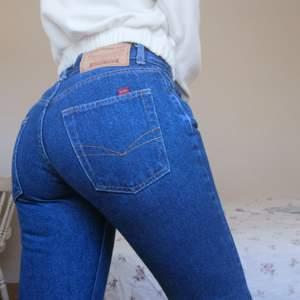Jeans i storlek 31/32, jag är 165 och de är slutar vid anklarna på mig, se bild 2.