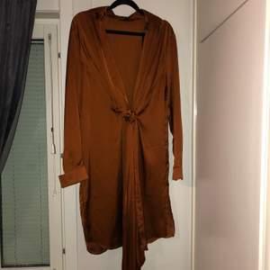 Super sexig silkes klänning från Missguided i strl 36.
