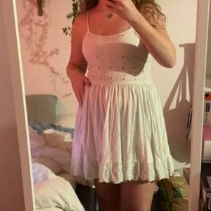 Har köpt massor av student klänningar som jag inte orkar lämna tillbaka! Så här är till alla er studenter/ sommar galningar 🥳