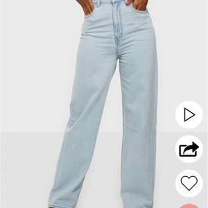 Säljer dessa svinsnygga Levis jeansen i modellen high loose, använda några gånger men säljer pga dom för det mesta bara ligger i garderoben... köptes för 1124kr, säljer för 600kr inkl frakt. Storlek W25/L31