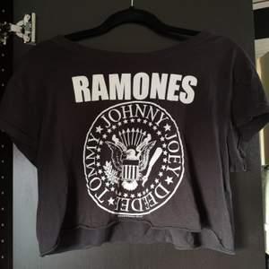 Häftig Ramones tröja