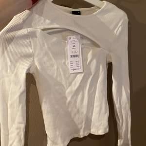 Aldrig använd, den är lite skrynklig för den har legat i garderoben. Kan stryka den lite innan. ❤️