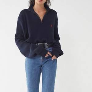 Säljer denna mörkblå ralph lauren halfzip tröja i herrstorleken Small (S). Sjukt bra skick. Orginalpris 1100kr. Säljer för 350 + frakt 🚚  Skriv vid funderingar💕 Andra bilden är min bild, de andra är lånade