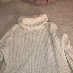 Väldigt stretchig och mysig stickad tröja från Ellos Strl 33/40. Köparen står för frakt