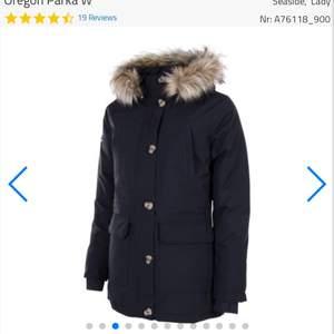 En helt ny dam jacka, storlek 44. Nypris 15000 kr