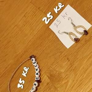 Ametist smycken ett par ametist örhängen med 20 pärlor + en ametist på varje för 25 kr och ett ametist armband där det står: fuck Cancer.med 50 guldfärgad pärlor+ 3 stycken ametister och 10 bokstavs pärlor som kostar 35 kr om du köper båda 55 alltså 5 kr billigare.hoppas att du får en trevlig dag och att du kanske köper. Mvh Sally<3