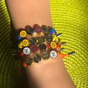 Armband LV fyra olika färger 60 kr styck