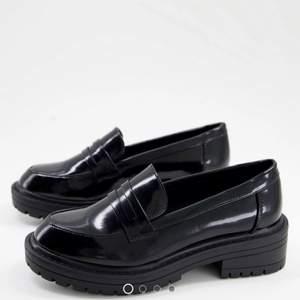 Superfina loafers från ASOS i svart. Helt nya och aldrig använda då de var för stora för mig.