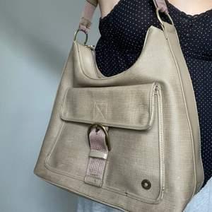 Rymlig väska grå Esprit, frakt tillkommer🤍🤍