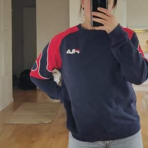 Säljer min FILA-tröja, hojta till om intresse finns!