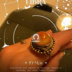 Asball antik ring som jag köpt second hand!! 🔮🔮 köpt för ca 170kr säljer för 75kr inkl. frakt 44kr 🌙✨💫🪐  tar swish!