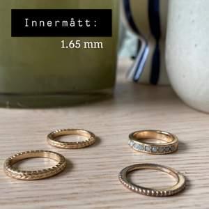 30kr/st +frakt eller 100kr för alla +frakt. Ej äkta guld eller silver. Alla ringar har innerdiameter på 1.65 mm.