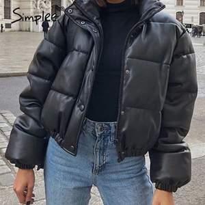 intressekoll på min zara jacka. använd en vinter. storlek XS men skulle nog säga att det är den är oversize så S. hör av er om ni är intresserade