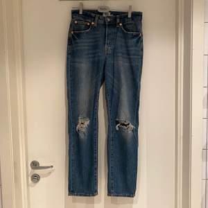 Raka jeans med slitningar från lager 157, modell: wide