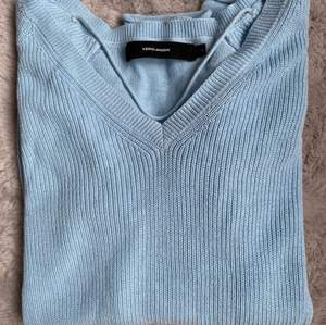 Vårig finstickad tröja från Vera Moda 💙💙💙 fint skick