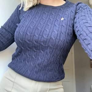 Säljer en marinblå Morris tröja som inte kommer till användning. Den är i storlek M men sitter som en S/M och säljs för 100kr+frakt