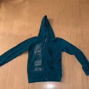 Unik/kontroversiell zip-up hoodie från Nikitia Clothing. Bra kvalite och väldigt bra skick. Storlek L. DM för mer info!