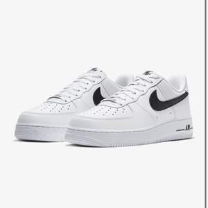 söker Nike air force för dam i storlek 38 skicka allt ni säljer😊