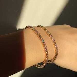Helt nya armband i med väldigt fina kristaller (inte äkta) 59 kr styck + 12 för frakt