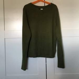 En grön stickad tröja ifrån HM