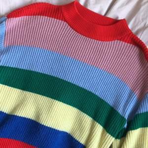 snygg färgglad stickad tröja från monki! säljer pga att den inte används längre. lite nopprig men märks knappt. priset är exklusive frakt (jag fraktar endast!!) ❤️