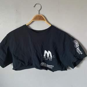 Ascool tröja från Urban Outfitters. Jag klippte den för jag ville att den skulle bli en croptop, säljer pga att jag inte använder den så mycket