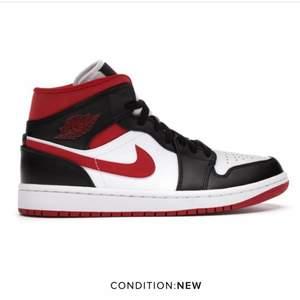 Jag söker ett par Jordan 1 Mid (gym red black white) till ett rimligt pris!