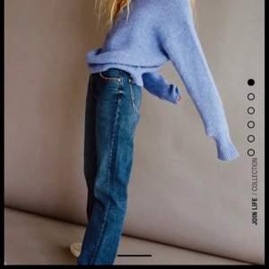 Säljer dessa supertrendiga och snygga jeansen från zara! Tycker det är lite små i storlek men så snygga!!! 🥰🥰🥰💗 Endast testade med prislapp och sånt kvar! 💗