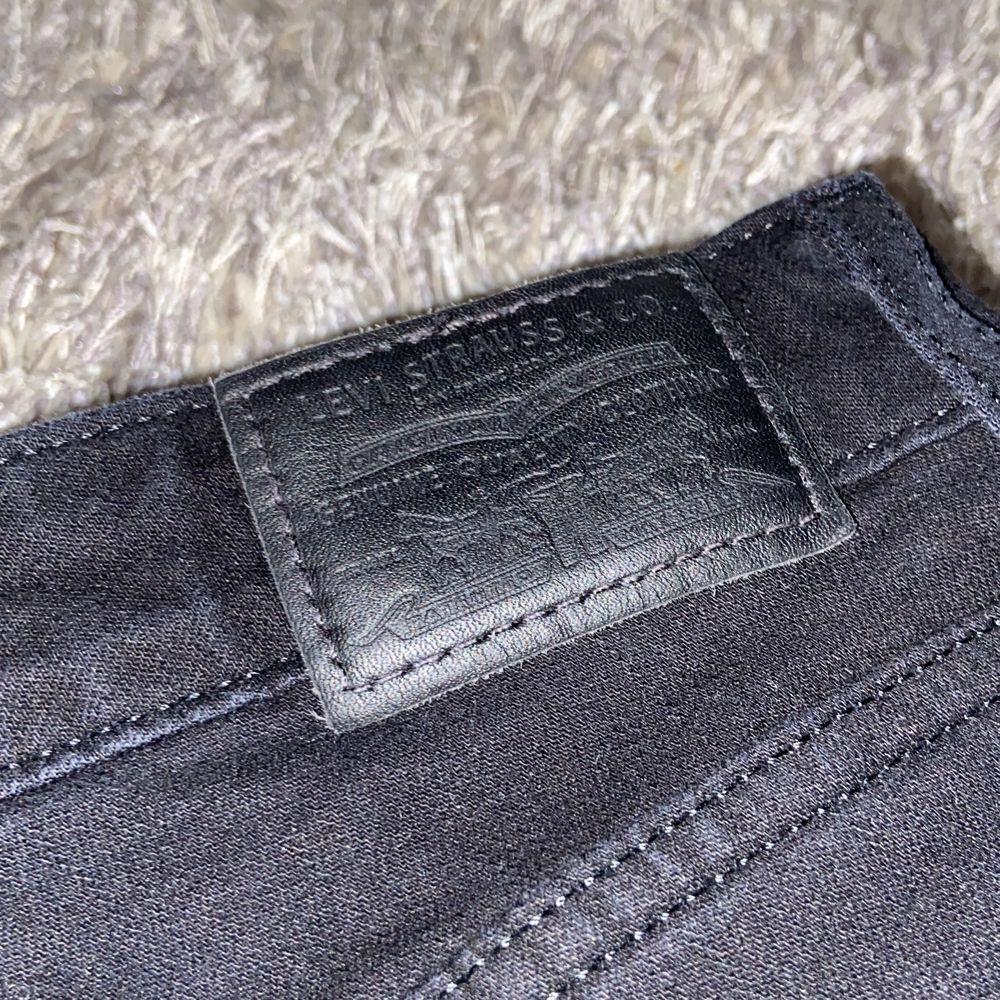 Jag köpte dessa byxor för 999kr. Har aldrig använt bara testat för jag passar inte i Bootcut. Köparen står för frakten.. Jeans & Byxor.