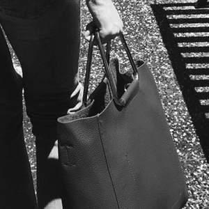 Fin röd zara väska. Använd få tal gånger och köpt i usa
