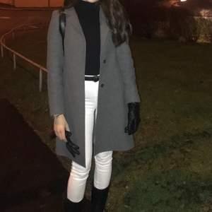 Säljer denna gråa kappa för 250kr 🤩storlek XS