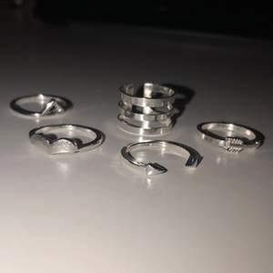 Säljer dessa 5 ringar i silver. Säljer för 35kr+frakt!