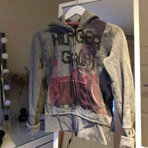 Jättefin hoodie från tommy hilfiger!