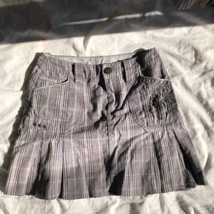 intressekoll på kjolen, köptes på plick men passade inte riktigt så sydde in den till min storlek❤️ passar typ s då☺️ finns ett tillhörande bälte också skriv för bild💕 skriv vid frågor☺️💕