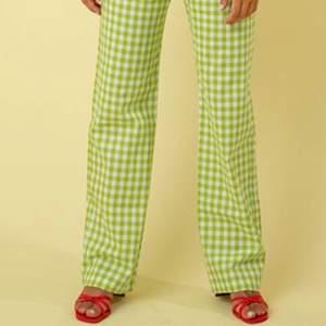 SÅ fina byxor från shein!!!!! Aldrig använda pga för små. De är i storlek XL men skulle säga att de passar en M/L. (De två första bilderna är tagna från Pinterest)