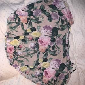 En fin blommig tröja som inte är min stil, men den är superfin 💗